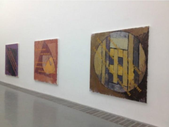 展厅中黄锐的作品《荒原系列》
