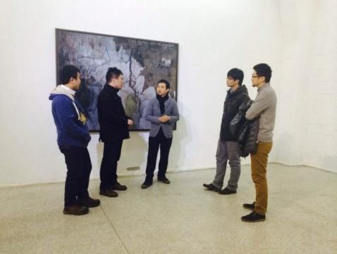 中间为艺术家叶剑青和观众交流