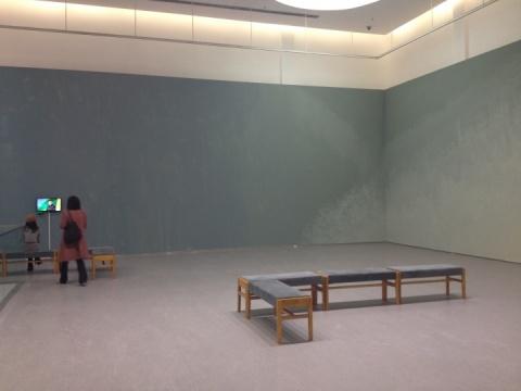 李姝睿以展厅墙面本身为画布的创作