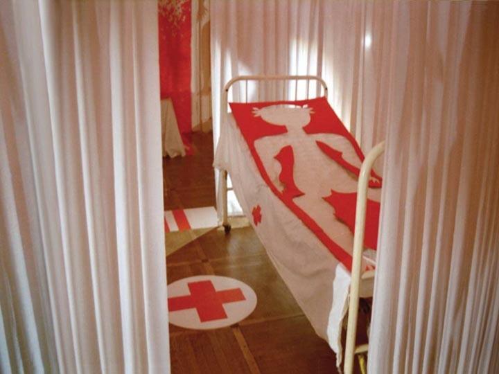 1993年,俄罗斯圣彼得堡国际剧院,作品《急救中心》。