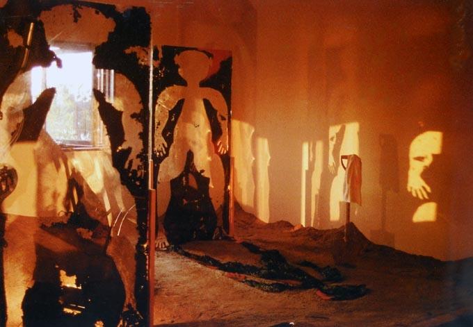 """1994年,日本福冈美术馆""""第四届亚洲美术展"""",作品《灵魂之祭》。"""