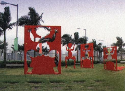 2007年,纽约前波画廊《天圆地方》个展中的雕塑作品。