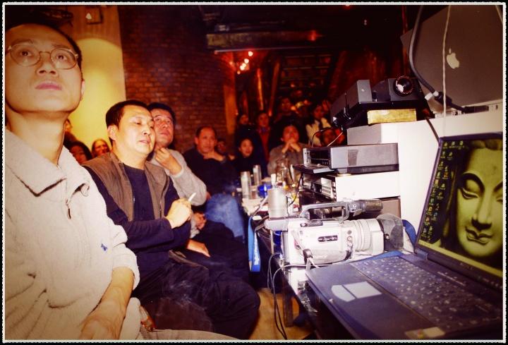 当时新媒体艺术圈的活跃者们(从左至右):邱志杰王功新张培力