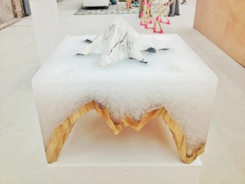 柄泽健介的作品《不变的地平线》