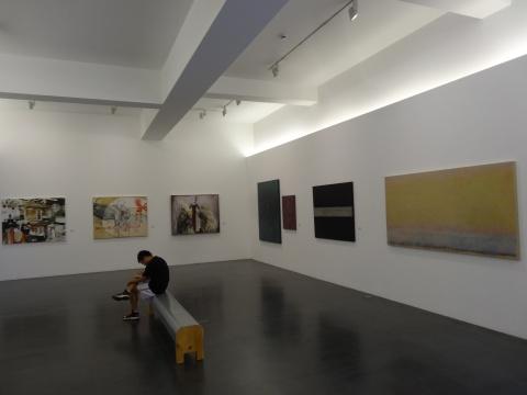 展厅内的作品数量和类型都很丰富
