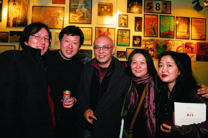 07年-易丹·周春芽·张晓刚·唐蕾·翁菱在小酒馆10周年庆