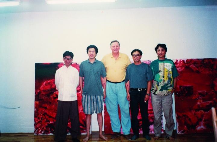 1994年周春芽与张颂仁、张晓刚、何多苓在周春芽工作室
