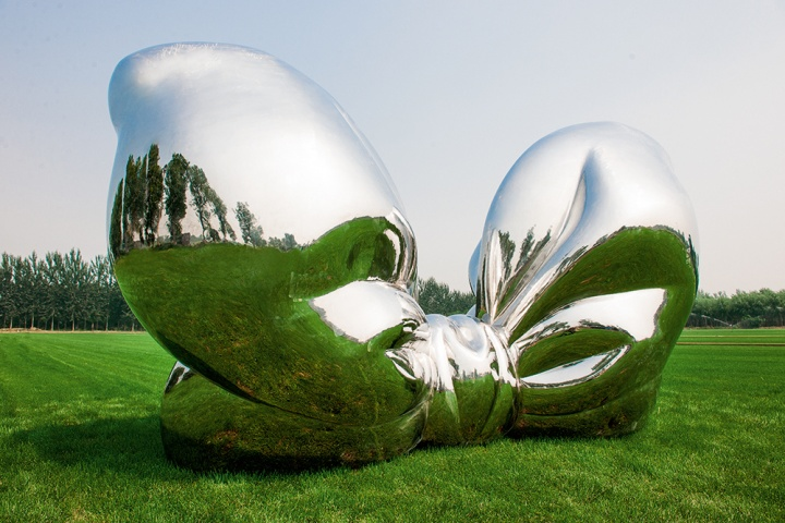 《蝴蝶》 425×200×245cm 不锈钢材质 2014