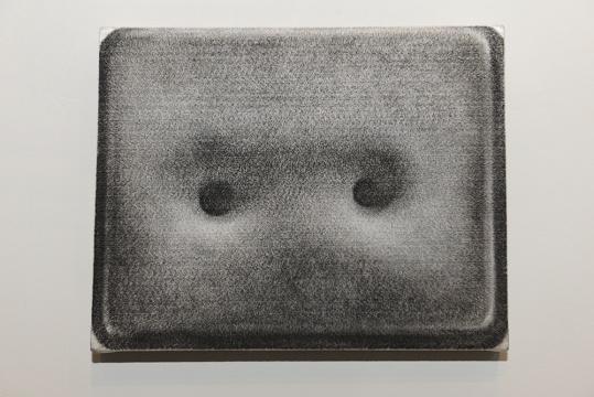 张云垚从传统绘画的经历中摆脱出来,继而对于材料与创作的研究成为他心的方向