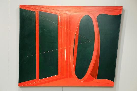 来自蜂巢当地艺术中心推荐的艺术家冷广敏 去除家具功能性的平面造型,寻找艺术家自我逻辑的平衡,最后呈现在画面之中的内核,正如线条和色块之于蒙德里安