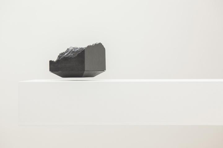 """3D打印的一小块""""风景""""利用磁悬浮技术展示"""