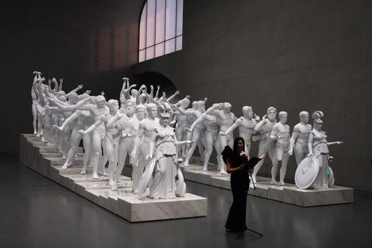 龙美术馆馆长王薇于展览开幕式发言