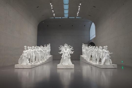 《欧洲千手古典雕塑》 玻璃纤维混凝土,大理石粉,大理石,钢筋 304 x 1470 x 473 cm 2014  没顶公司出品