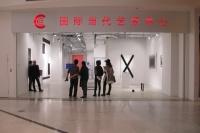 """商场多了个艺术空间 CCA首展呈现""""关于物质的修辞性"""",夏彦国,任芷田"""