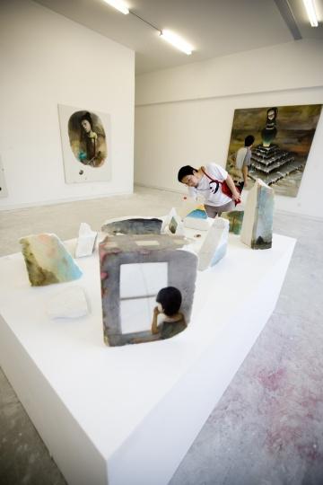 """2008年,星空间在上海民生美术馆策划群展""""找自己"""""""