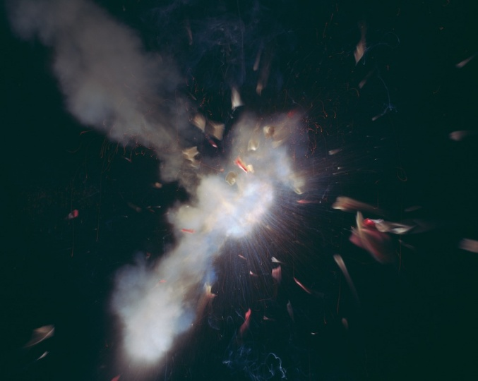 《Explosion》, 125×160×15cm,银盐染料漂洗印相、灯箱,2000©DieterDetzner