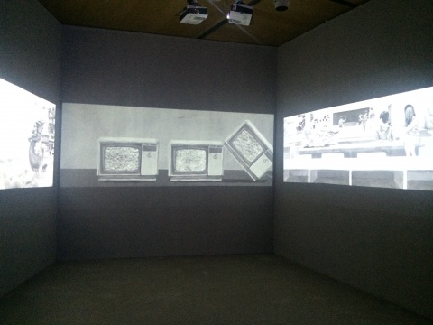 曹澍《不可数名词》三屏动画装置 5'42'' 2014