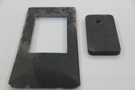 """艾未未个展""""挺事儿的""""在305Museum,玉器iPhone和被切割的玉斧"""