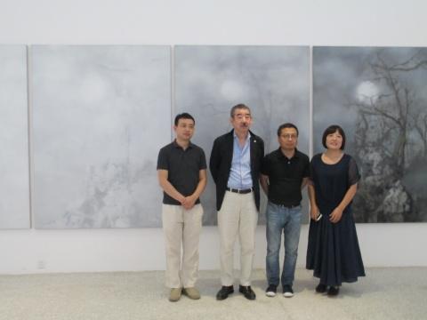 艺术家叶剑青(左1)、东京画廊负责人田畑幸人(左2)