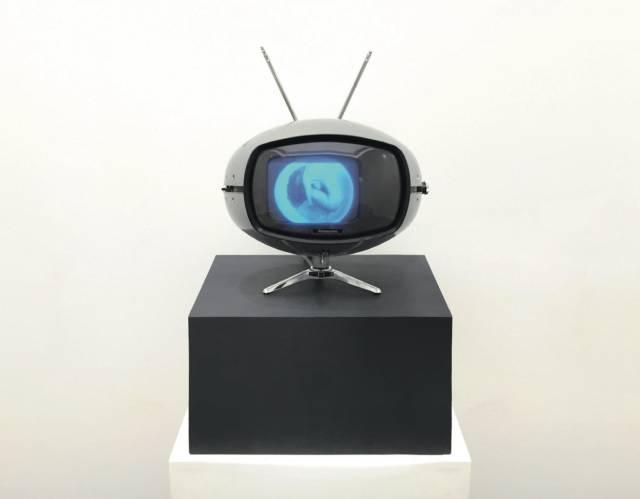 白南准《Veba #5》电视 光盘 29×25×26cm 1997
