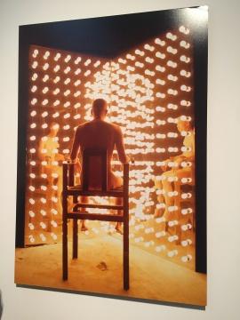 《视力测验》 2003 何云昌注视1万瓦灯光1小时