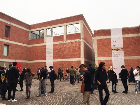 10月17日 草场地红房子展览密集 汇集了不少观众