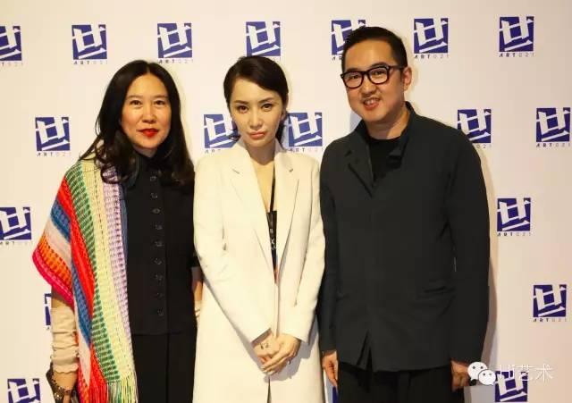 2014年ART021团队合影:周颖(左)、应青蓝(中)、包一峰(右)