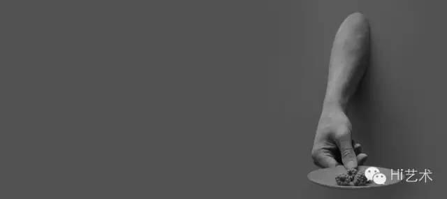 汉斯·欧普·德·贝克 《Gesture (blackberries)》 30 x 45 x 20 cm 合成石膏、合成树脂 2014