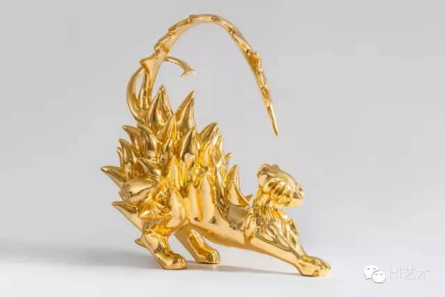 黄致阳 《祥兽之五》 54x17x 51cm 黄铜、纯金箔 2013