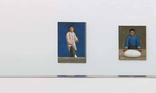 段建伟 《少女》 160 x 110cm 布面丙烯 2012(左)  段建伟 《面》 135 x 110cm 布面丙烯 2015(右)