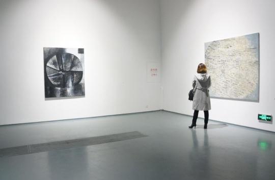 艺术家余友涵作品,右边一张为最新作品。