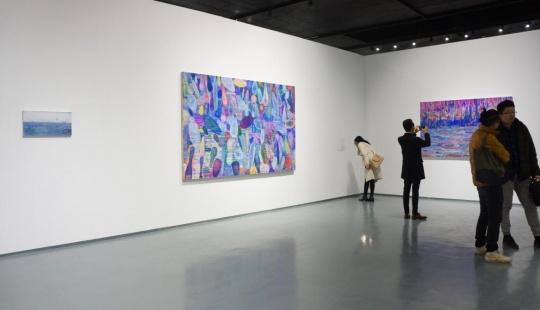 艺术家黄宇兴最新系列作品,保留了绘画过程中痕迹和色彩的不断叠加。