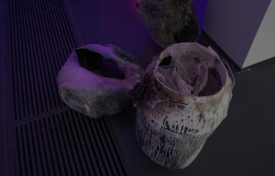 蚕丝依然是艺术家梁绍基最惯常使用的材料