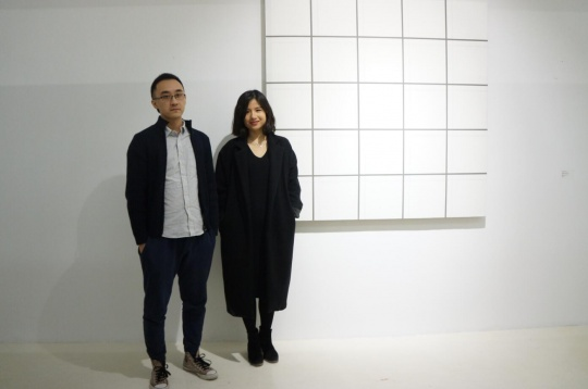艺术家刘国强(左)与策展人王旖旎