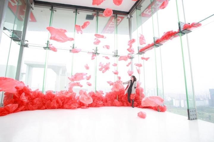 """广东时代美术馆3月开幕的""""东南偏南。一个平面的研展"""",为东南亚、东南欧艺术家群展"""
