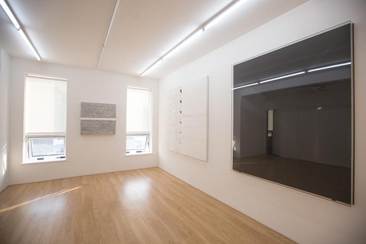 额外空间现场 (左起:王光乐《寿漆111127》、Nuri Kuzucan《The Wall》、Thilo Heinzmann《O.T.》)