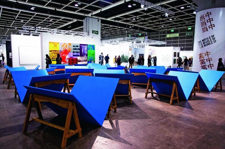 艺聚空间,Roberto Chabet的大型雕塑作品格外显眼