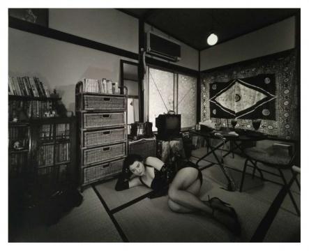 森山大道是日本最具影响力的摄影大师之一,以其具有强烈风格的黑白