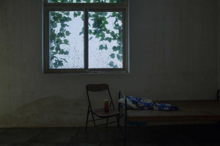 """2015年""""黎薇个展-没有人在乎""""中的装置作品《没有人在乎2》"""
