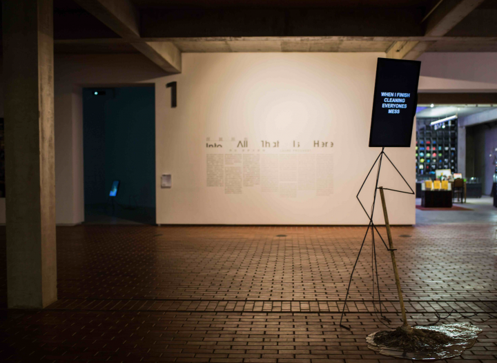"""红砖美术馆正在展出的""""特纳奖""""得主 劳拉·普罗沃斯特个展""""尽其所有"""",散布在美术馆的作品,需要观众去发现。"""