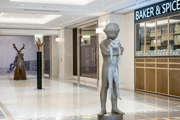官舍与Hi艺术中心合作的雕塑走廊