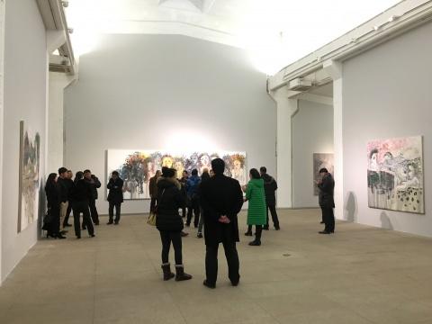 """""""异色状态""""展出了张旭东近年创作的18张油画作品"""