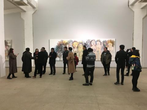 展览开幕到场的嘉宾与观众络绎不绝
