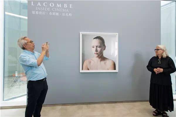 """展览""""银幕背后:布利姬·拉孔柏""""开幕现场"""