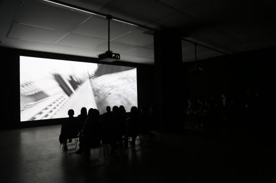 《新山海经3》 在博而励画廊的一楼展厅内放映