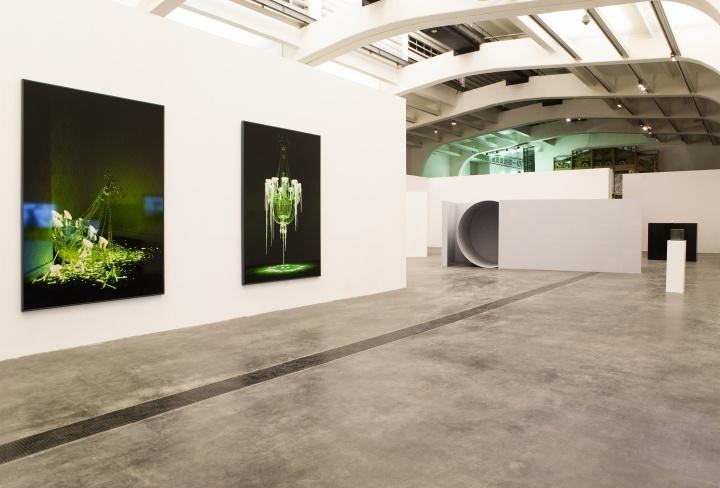 """2013年""""ON │ OFF:中国年轻艺术家的观念与实践"""",是UCCA首次对75后一批在改革开放后成长起来的艺术家创作状态的全面呈现"""