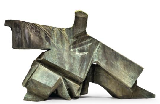 """朱铭 《太极:单鞭下势》 31.5×71×52cm 石雕 1997  成交价:1450万港元      """"千万""""阵营中,刘炜《毛泽东的一代》为二度上拍,2011年香港蘇富比春拍时,这件作品以1074万港元成交;此番时隔6年再度亮相拍场,1090万港元的成交额与上次基本持平。"""