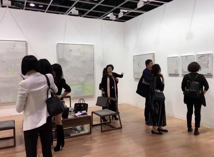 蜂巢当代艺术艺术中心首次参展香港巴塞尔带来的梁铨个人项目售出4/5的作品,并收获了占比近50%的国际藏家
