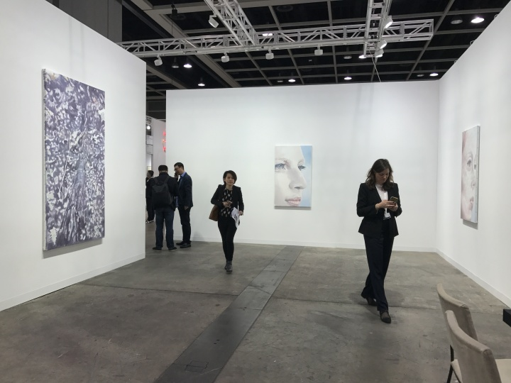 卓纳画廊本次以吕克·图伊曼斯的三件作品为中心来布置了整个展厅