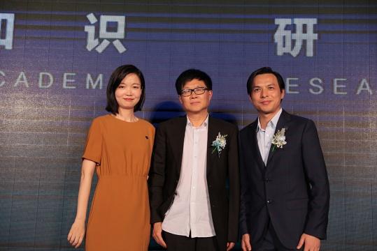 那特艺术学院副院长张泓、院长吕澎、唐尚平总经理